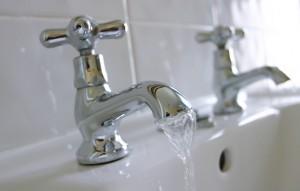 bathroom-faucet-water